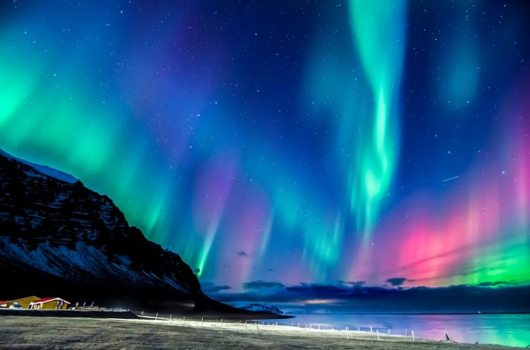 iceland-northern-lights-tours-1.jpg